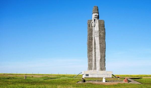 statuia-ciobanului-moldovean-frumusica-noua-e1511075034215
