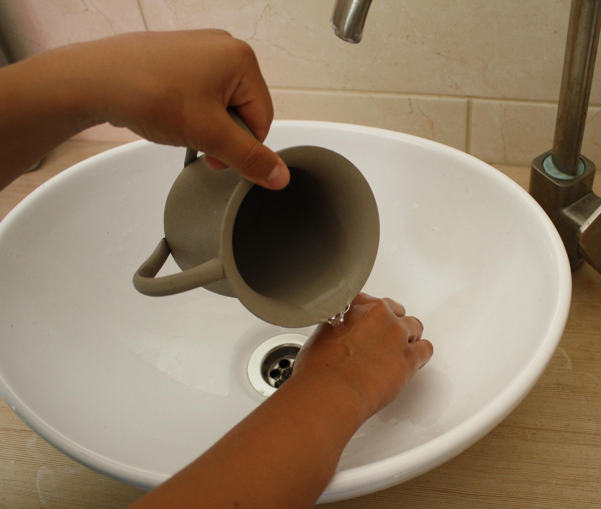 apa-robinet-chiuveta-spalat-maini