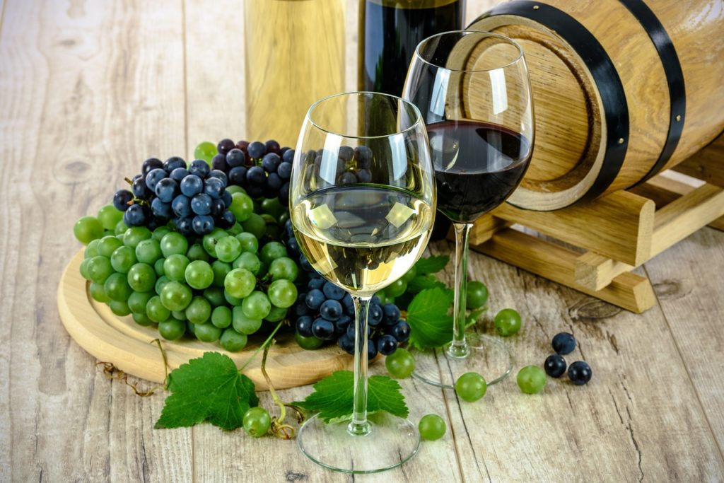 two-types-of-wine-1761613_1280-1024x683